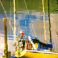 PH2144a boat reflection coloured water zf-3743