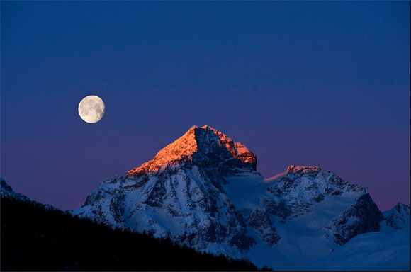 PH1189a piz julier morning glow with moon -0912-0929