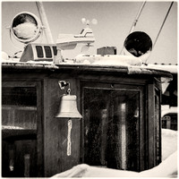 PH2583a marina ship bell on snowy day -0949--51