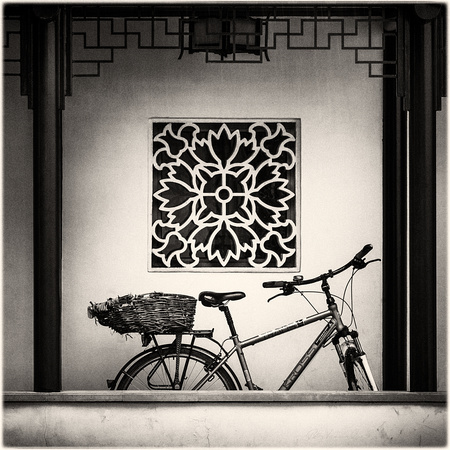 PH2448a folio SunYatSen Leak window and blue bicycle -0500