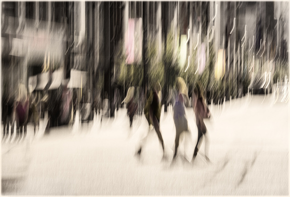 Three women crossing the street  blur - PH2536a-5917
