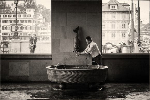 PH1763a folio fountain wasserkirche7 zuerich sfx zf-5732